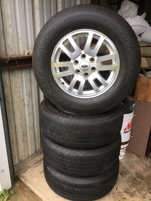 "4-18"" Ford rims and tires off of a 2014 expedition 50% tread or better six lug/6x135 Bolt pattern rims are like new /size 275/65R18 for Sale in Varna, IL"