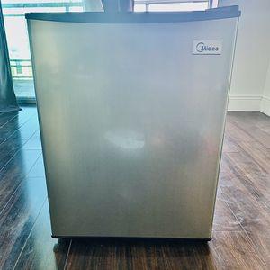 Mini-Refrigerator for Sale in Miami, FL