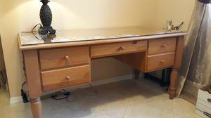 Full size desk for Sale in Coconut Creek, FL