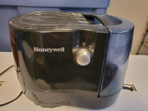 Honeywell Humidifier for Sale in Poplar Grove, IL