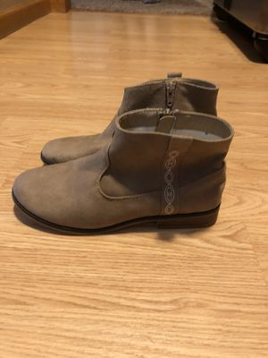 Girl's New Tan Suede Boots Size 5 for Sale in East Lansing, MI