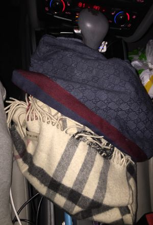 Gucci & Burberry scarf for Sale in Santa Fe Springs, CA