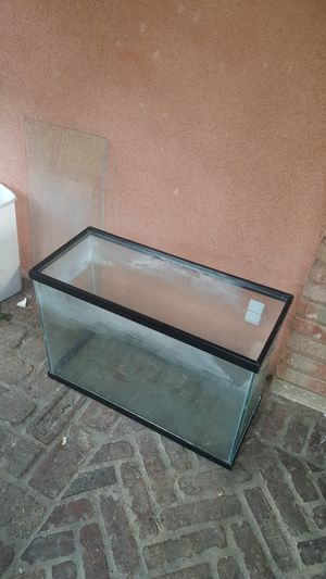 Fish tank, Turtle tank No lid L-24 1/4xW- 10 1/2x H- 17 for Sale in Paramount, CA