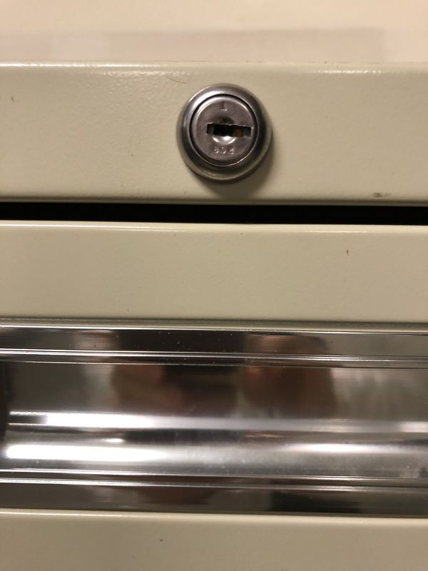 Hon 4 drawer lateral locking file cabinet
