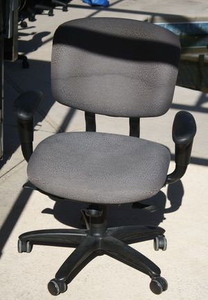 Hawthorn grey fully adjustable desk / office chair for Sale in Poinciana, FL