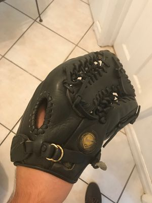 Nike baseball/softball 12.5 inch glove for Sale in Miami, FL