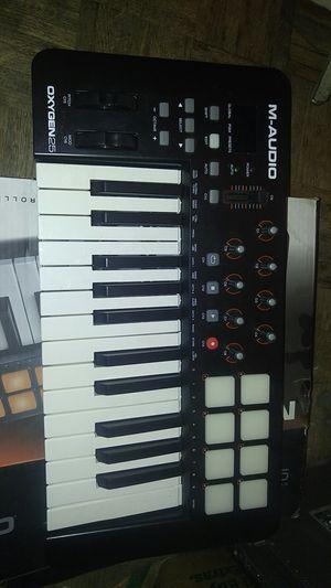 M audio oxygen 25 midi drum pads loop recorder keyboard usb for Sale in El Paso, TX