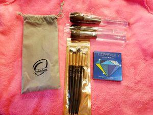 Huda Sapphire obsessions palette ans brushes for Sale in Zephyrhills, FL