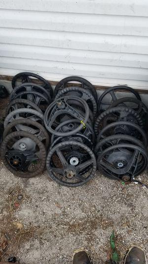 (Steering wheels)riding lawn mower for Sale in Lakeland, FL