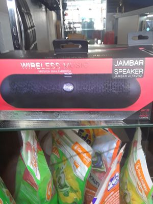 Bluetooth portable speaker for Sale in Dallas, TX
