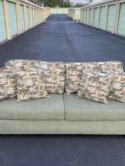 Tropical Palms Green Sofa Sleeper Couch w/ Perfect Mattress & Set of 4 Matching Pillows. $450 for Sale in Clermont,  FL