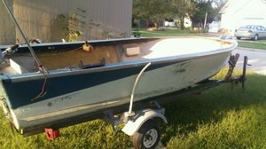 V bottom boat 17 foot an a good running 25 horse new floor sites an tires 350 for Sale in Garner, IA