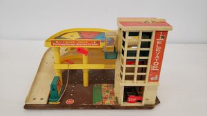 Vintage Fisher Price Little People Garage for Sale in Annandale, VA