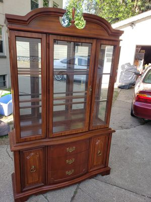 Bassett furniture cherry dining room hutch for Sale in Erie, PA