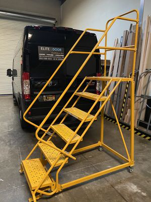 Louisville GSX1606 Warehouse 6-Step Rolling Platform Ladder for Sale in Ontario, CA