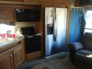 2006 Prowler 5th wheel slide out for Sale in Tulsa, OK