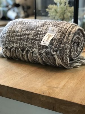 Threshold: Throw blanket for Sale in East Los Angeles, CA