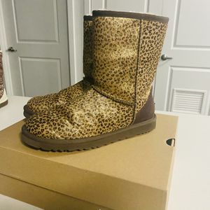 CHEETAH LEOPARD PRINT UGGS AUTHENTIC for Sale in Burien, WA