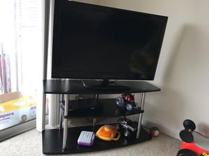 Dynex TV 40 inch with stand for Sale in Falls Church, VA