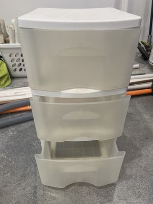 3 plastic drawer for Sale in Pembroke Pines, FL