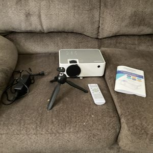 Fangor Projector With Screen for Sale in North Attleborough, MA
