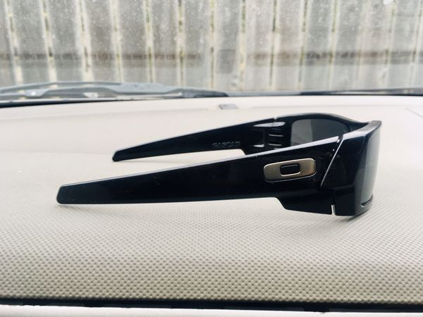 OAKLEY GASCAN SUNGLASSES-Black Frame W/Iridium Polarized Lenses