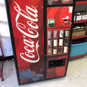 Royal G-III Vending machine for Sale in Anaheim, CA