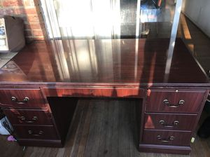 Very good condition desk for Sale in North Bethesda, MD