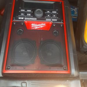 MILWAUKEE M18 BLUETOOTH JOBSITE RADIO WITH CHARGER for Sale in Albany, GA