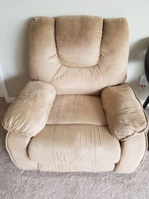 Recliner chair for Sale in Cary, NC