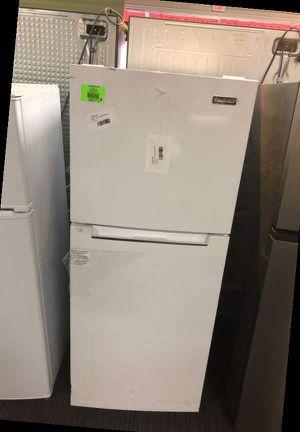 Magic Chef White Top Freezer Refrigerator 9AVW for Sale in Dallas, TX