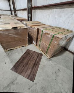 Luxury vinyl flooring!!! Only .88 cents a sq ft!! Liquidation close out! 6 for Sale in China Spring,  TX