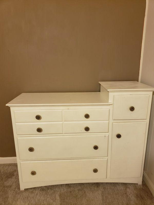 Changing baby dresser