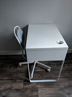Desk and chair for Sale in San Jose, CA
