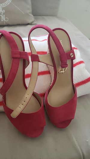 Micheal Kors sandal size 9½ for Sale in Pompano Beach, FL
