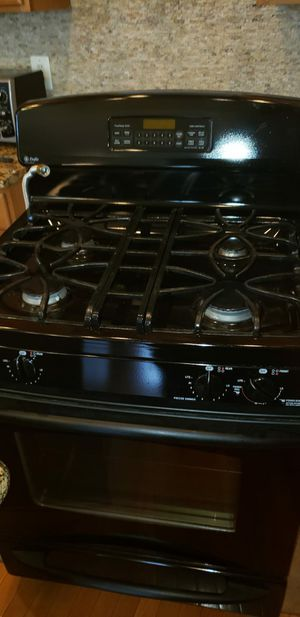 Gas range and refrigerator whirlpool for Sale in Silver Spring, MD