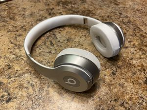 Beats Solo (Bluetooth Headphones) for Sale in Champaign, IL