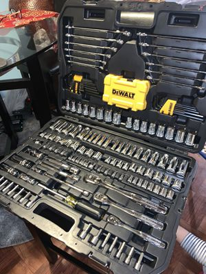 Dewalt 1/4x3/8 DRIVE POLISHED CHROME MECHANICS TOOL SET (168 )pcs for Sale in The Bronx, NY