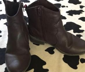 Old Navy Booties Girls Size 1 for Sale in Monterey Park,  CA