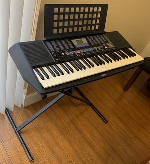 Yamaha keyboard with stand for Sale in Miami, FL