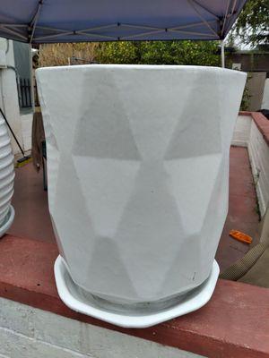 """New Planting Pot """"Apex Planter White 19in"""" $90$ ObO😷 for Sale in San Bernardino, CA"""