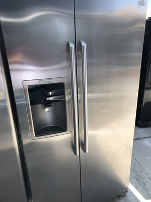 Electrolux amazing condition works perfect extremely clean for Sale in Cudahy, CA