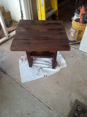 BEAUTIFUL RUSTIC. END TABLE ITS 22INX22IN AND IS 22IN TALL ASKING $25 FIRM ITS GOT A BEAUTIFUL RED MAHOGANY STAIN for Sale in Phoenix, AZ