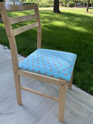 Kids size desk/vanity chair with fox print for Sale in Painesville, OH