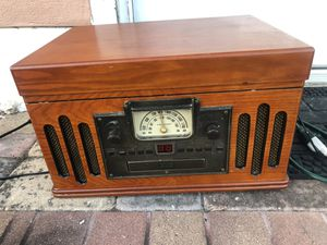 Crowley old radio radio, CD player, and small record player... for Sale in St. Petersburg, FL