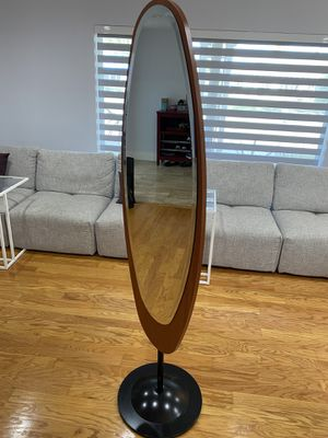 Mirror self standing that swivels 180 degrees for Sale in Miami Gardens, FL