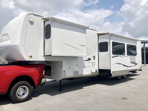 2006 KZ New Vision Toy Hauler 37 FT 3 Slide outs for Sale in Clermont, FL