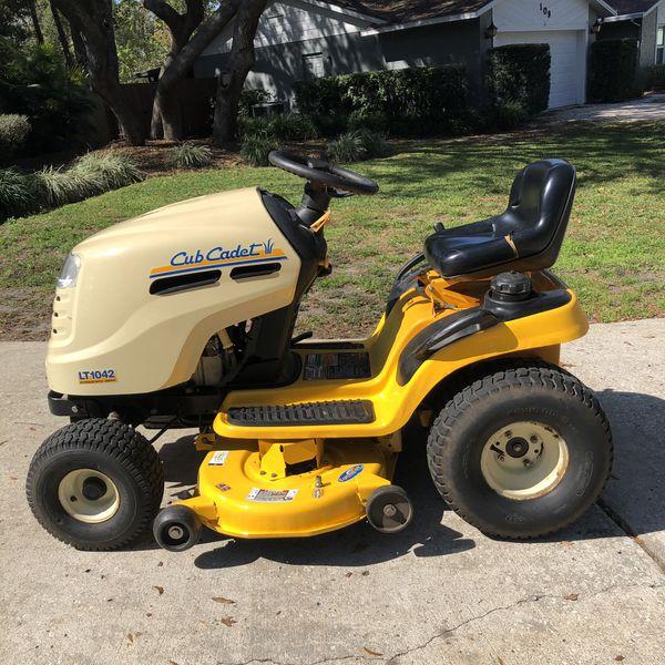 Cub Cadet LT1042 Hydrostatic Drive Lawn tractor / mower for Sale in  Longwood, FL - OfferUp