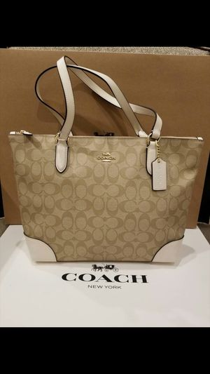 Original coach women handbag new with tag and gift box for Sale in Santa Ana, CA