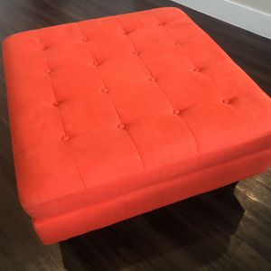 Contemporary Large Red Tufted Cocktail Ottoman RRP $283 for Sale in Flower Mound, TX
